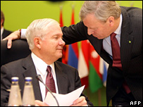 Robert Gates and Jaap de Hoop Scheffer in Vilnius (7 Februaru 2007)