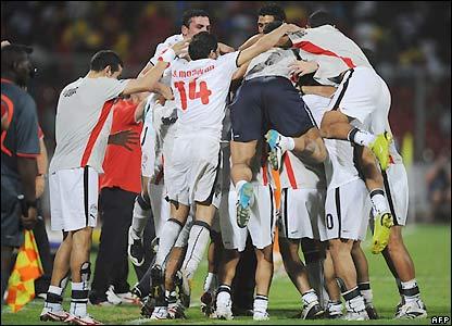 IMAGE(http://newsimg.bbc.co.uk/media/images/44412000/jpg/_44412713_egyptwin_afp416.jpg)