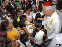 Manila Archbishop Gaudencio Cardinal Rosales blesses residents at a mass in Manila on 30 December 2007