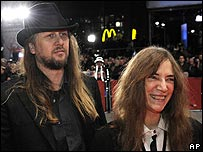 Patti Smith (r) with director Steven Sebring