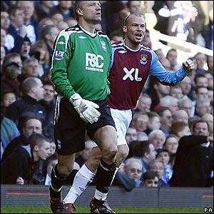 Ljungberg celebrates West Ham's early goal