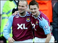 Freddie Ljungberg (l) celebrates his goal with George McCartney