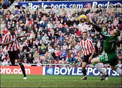 Dickson Etuhu  heads Sunderland into the lead