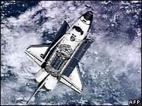 [Image: _44416271_shuttle_afp203.jpg]