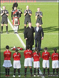 Sir Alex Ferguson and Sven-Goran Eriksson embraced before the game