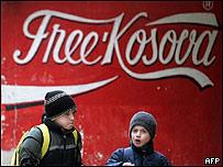 Cartel independentista en Kosovo