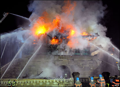 Firefighters battle a blaze at Namdaemun, Seoul, 11 February 2008