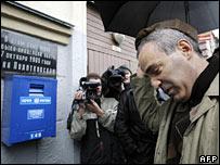 Гарри Каспаров у дома, в котором убили Политковскую