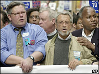 Roy Scheider (centre) at an anti-war protest in New York in 2003