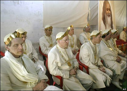 Ministers and Rajas from the Maharishi's group attend his cremation in India (11/02/2008)