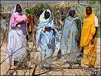 Refugiadoas sudanesas en un campo de Chad