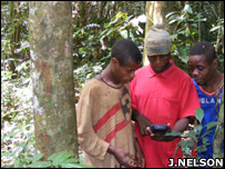 Community members taking a GPS reading (Image: John Nelson/Forest Peoples Programme)