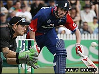 McCullum prepares to run out England's captain Collingwood