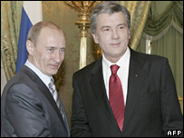 Vladimir Putin (left) and Viktor Yushchenko (12/02/08)