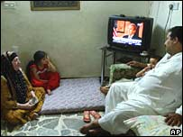 Iraqi family watches al-Arabiya satellite station
