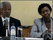 Kofi Annan (l) and Martha Karua (r)