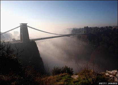 Mist over Clifton Suspension Bridge in Bristol, England (13/02/2008)