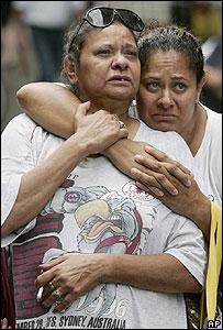 Madre aborigen con su hija.