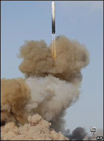 A Russian RS-18 ballistic missile is launched in Kazakhstan (Monday, 29 October, 2007)