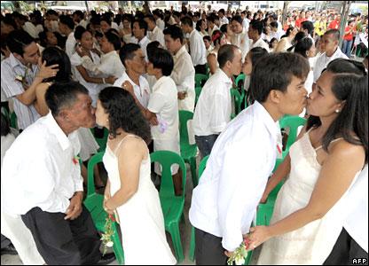 Mass wedding in Philippines