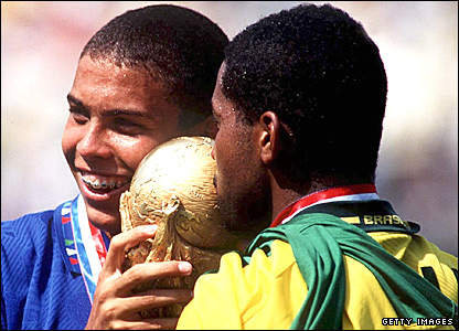 Ronaldo celebrates with team-mate Viola and the World Cup