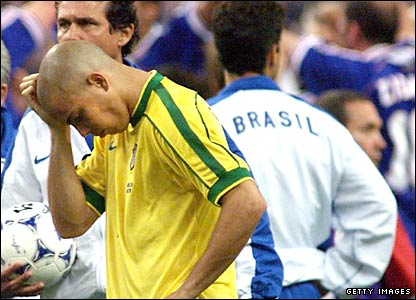 Ronaldo suffers the pain of defeat in the 1998 World Cup final