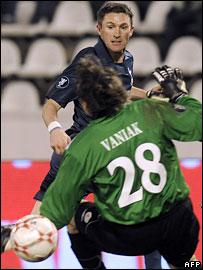 Robbie Keane scores Tottenham's second goal