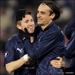 Dimitar Berbatov celebrates with Robbie Keane