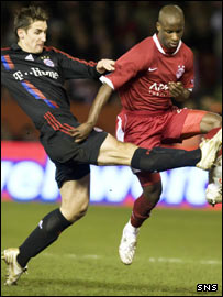 Bayern's Miroslav Klose (left) jostles with Soni Aluko