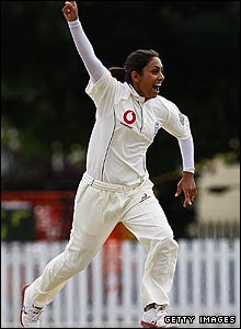 Isa Guha takes her first wicket
