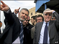 John Holmes is shown around Gaza (15 February 2008)