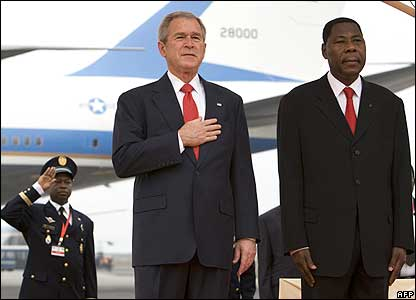 President Bush and President Thomas Boni Yayi at the arrival ceremony for Mr Bush.