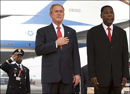President Bush and President Thomas Boni Yayi at the arrival ceremony for Mr Bush.