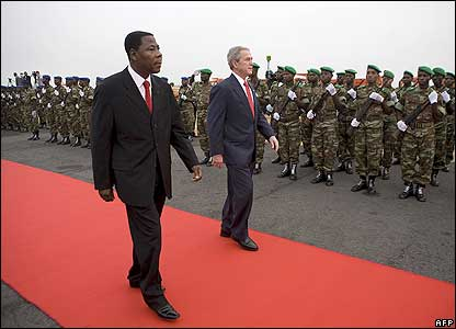 Mr Bush and President  Boni Yayi at the airport in Cotonou