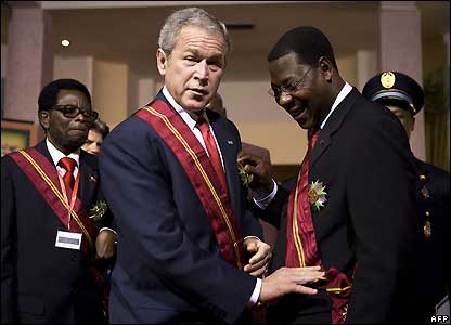 Mr Bush and Mr  Boni Yayi after the award ceremony
