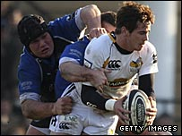 Bath's Matt Stevens tackles Danny Cipriani of Wasps
