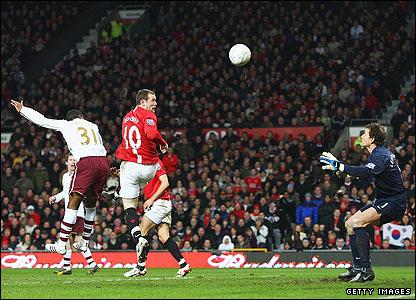 Wayne Rooney scores the opener