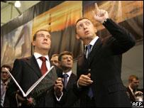 Дмитрий Медведев и Олег Дерипаска на Красноярском экономическом форуме 15 февраля 2007 г.