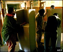 Last minute preparations at a Karachi polling station