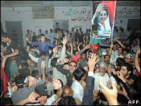 PPP supporters celebrate upon hearing preliminary results in Karachi, 18 February, 2008