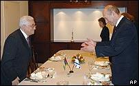 Mahmoud Abbas and Ehud Olmert at an earlier meeting