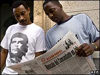 Cubans read Fidel Castro's letter in Granma in Havana, 19 February 2008