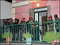 Italian special forces inspect the house of Pasquale Condello (not seen) on late 18 February 2008