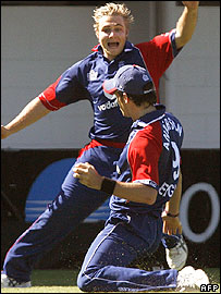 Luke Wright celebrates with James Anderson