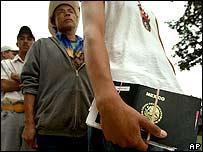 Inmigrantes mexicanos cruzando la frontera con EE.UU.