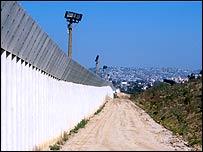 Muro fronterizo entre M�xico y EE.UU.
