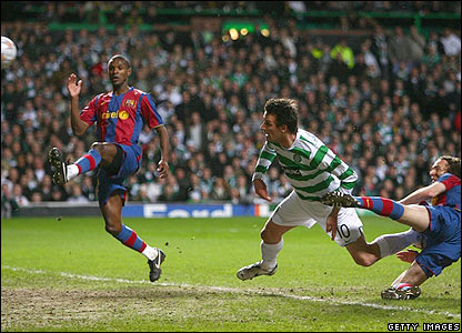 Jan Vennegoor of Hesselink's superb diving header finds the Barcelona net