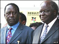 Opposition leader Raila Odinga (L) and President Mwai Kibaki in Nairobi on 24 January 2008