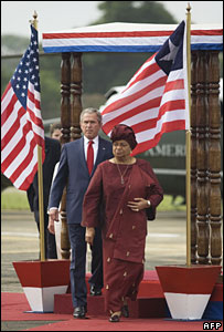 US President George W Bush and Liberian President Ellen Johnson-Sirleaf in Monrovia