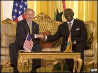 US President George W. Bush (L) shakes hands with Ghanaian President John Agyekum Kufuor at Osu Castle in Accra, Ghana  (20/02/2008)